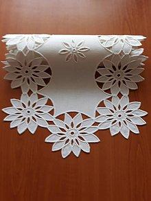 Úžitkový textil - Zľava zo 70 na 55 eur! Richellieu - Veľa kvetov, biela,  90 x 34 cm - 10461234_