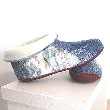Obuv - Plstené papuče s ružami - 10462348_