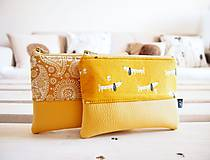 - Kozmetické taštičky malé - žlté (Kozmetická taštička malá - jazvečíci v žltej) - 10466398_