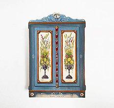 Dekorácie - Miniatúrna starožitná skrinka - na želanie  (Pestrofarebná) - 10464673_