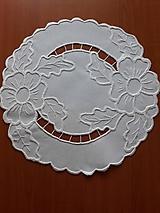 Úžitkový textil - Vyšívané prestieranie - richelieu -  Dva kvety, biela, 42 x 42 cm - 10464626_