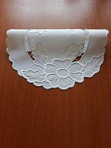 Úžitkový textil - Vyšívané prestieranie - richelieu -  Dva kvety, biela, 42 x 42 cm - 10464627_