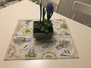 """Úžitkový textil - """"Levanduľa s čipkou na dreve"""" - 10464932_"""