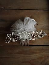 Ozdoby do vlasov - svatební hřebínek s peříčky - 10464650_
