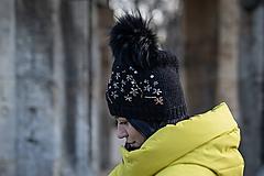 Čiapky, čelenky, klobúky - čierna so zlatou výšivkou - 10465476_