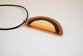 Náhrdelníky - Drevený náhrdelník sumach half moon 1 - 10469104_