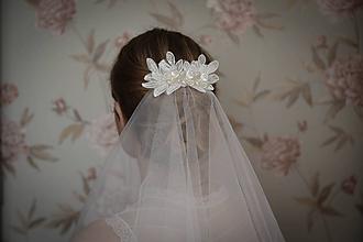 Ozdoby do vlasov - Ivory svadobný hrebienok so závojom - 10469390_