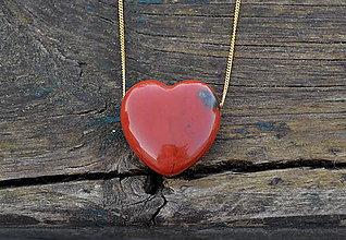 Náhrdelníky - Srdce jaspis na pozlátenej retiazke Ag - 10468497_