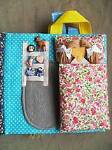 Hračky - Quiet book, strana izba pre bábiku - 10471197_