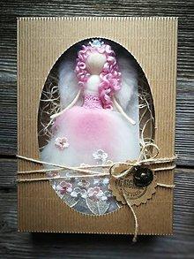 Dekorácie - Anjelinka v darčekovom baleni - 10473459_