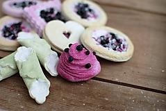 Dekorácie - Sweet Culinarium : Divoké koláčiky tvarohovo-čučoriedkové - 10475003_
