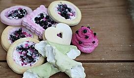 Dekorácie - Sweet Culinarium : Divoké koláčiky tvarohovo-čučoriedkové - 10475005_