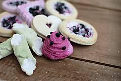 Dekorácie - Sweet Culinarium : Divoké koláčiky tvarohovo-čučoriedkové - 10475015_