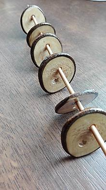 Materiál ručne robený - Ručne vyrezávané gombíky z orechového dreva - 10471728_