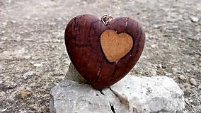 Náhrdelníky - Prívesok srdiečko wood&resin - 10472260_
