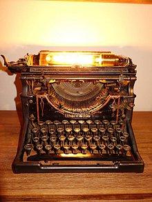 Svietidlá a sviečky - Underwood t-writer lampa - 10477760_