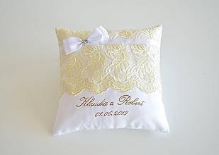 Darčeky pre svadobčanov - Svadobný vankúšik pod obrúčky - 10475965_