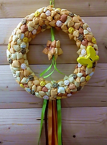 Dekorácie - Celoročný venček na dvere Kvetinová krása, kvetinový raj (Priemer 26 cm oranžovo-žltý s kvietkami uprostred) - 10477437_
