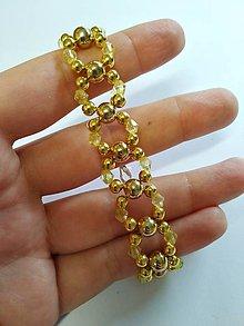 Náramky - Zlatý, šitý náramok - 10476419_