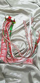 Ozdoby do vlasov - Kvetinový hrebienok s folklórnými stuhami vhodný na redový tanec - 10477301_