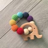 - Háčkované drevené hryzátka DÚHA (bez zvieratka, 4 drevene koralky) - 10476415_