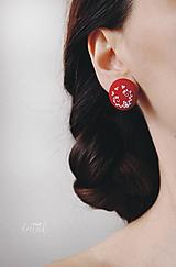 Náušnice - Biela výšivka v červenom objatí - veľké - 10480335_