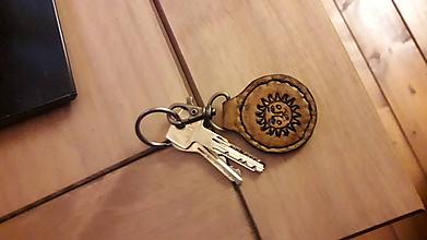 Kľúčenky - Kožená kľúčenka Slniečko - 10479064_