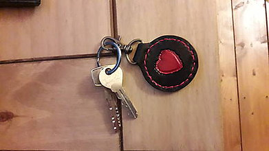 Kľúčenky - Kožená kľúčenka srdiečko - 10480061_