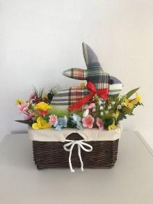 Dekorácie - Farebný zajačik v košíku - 10480181_