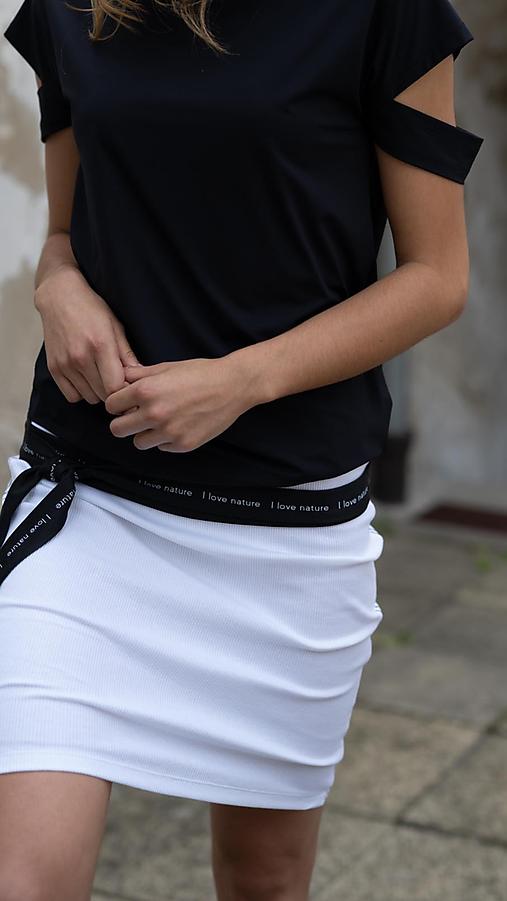 Biela úzka sukňa s lampasmi BLACK & WHITE COLLECTION