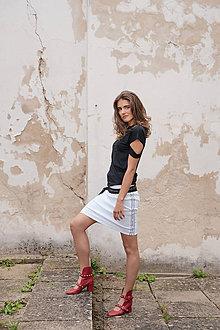 Sukne - Biela úzka sukňa s lampasmi BLACK & WHITE COLLECTION - 10481900_