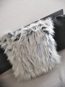 Úžitkový textil - Chlpáčik...kožušinový vankúšik - 10479962_