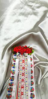 Folklórny kvetinový hrebienok so stuhami