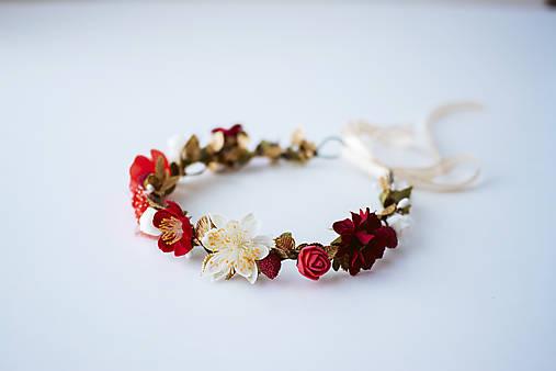 Červený letný kvetinový venček