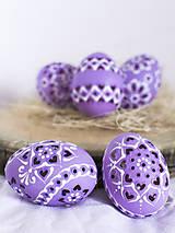 Dekorácie - slepačie vŕtané fialové - 10485564_