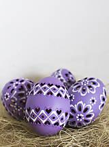 Dekorácie - slepačie vŕtané fialové - 10485565_