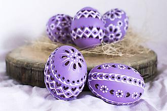 Dekorácie - slepačie vŕtané fialové - 10485563_