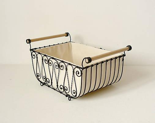 Košík s drevenými rúčkami s poťahom
