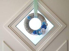 Dekorácie - Dekorácia na dvere (Veniec šedý s modrou) - 10486740_