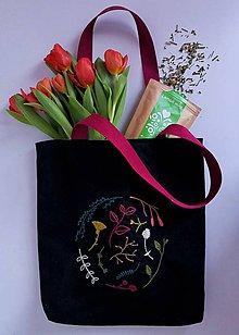 Iné tašky - Ručne vyšívaná taška - 10488247_