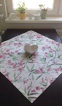 Úžitkový textil - Obrusy - kvetové     štvorce (Fialové kvety) - 10487627_