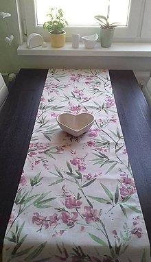 Úžitkový textil - Obrusy - štóly kvetové (Fialové kvety) - 10487659_