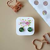 Náušnice - Zelené trblietavé sklenené napichovačky - 10489943_