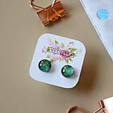 Náušnice - Zelené trblietavé sklenené napichovačky - 10489948_