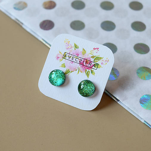 Zelené trblietavé sklenené napichovačky