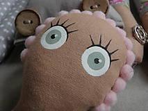 Hračky - Gombíková bábika Beky - 10493428_