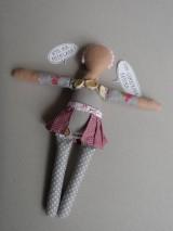 Hračky - Gombíková bábika Beky - 10493430_
