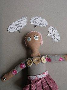 Hračky - Gombíková bábika Beky - 10493434_