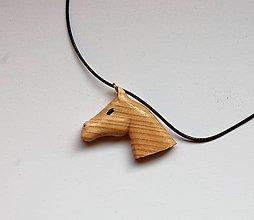 Náhrdelníky - Predaný Drevený náhrdelník - Koník môj vraný - 10494688_