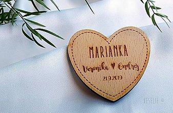 Darčeky pre svadobčanov - Menovko a magnetka srdiečko 2v1 - 10495956_